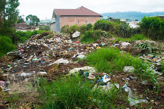 foto masalah tempat pembuangan sampah di desa tulungrejo di kota batu jawa timur zaman dulu pada november 2014