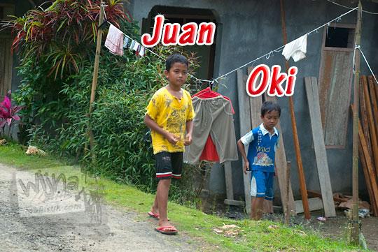 Duet Pemandu cilik Grojogan Sewu, Kulon Progo, Yogyakarta bernama Juan dan Oki