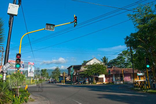 rute arah tercepat menuju Grojogan Sewu, Kulon Progo, Yogyakarta lewat perempatan kenteng Nanggulan