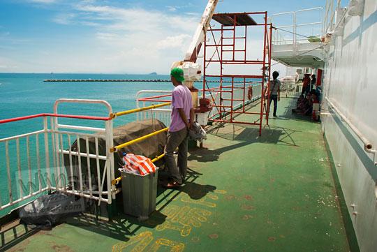 suasana dek luar kapal feri virgo 18 pada zaman dulu Maret 2015