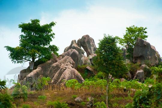 foto deposit batu granit besar dan indah yang banyak tersebar di desa ngargoretno borobudur magelang