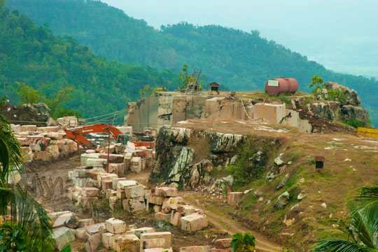 foto kasus penambangan batu marmer pt margola di desa ngargoretno borobudur magelang