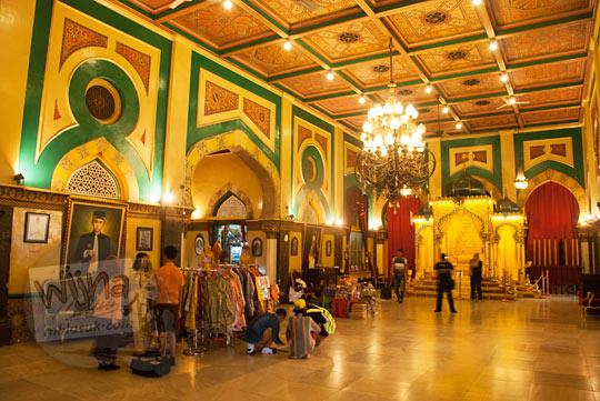 Suasana di dalam Istana Maimoon di Medan yang sedang direnovasi
