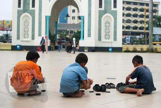 Kisah anak-anak penyemir sepatu jamaah Masjid Raya Al-Mahsun di Medan