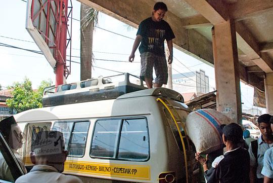 Angkot Purworejo arah ke Curug Kyai Kate di tahun 2012