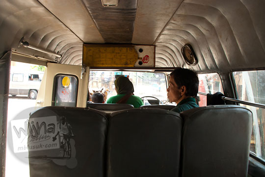 Suasana di dalam angkot Purworejo tujuan ke Cepedak dari Pasar Kutoarjo