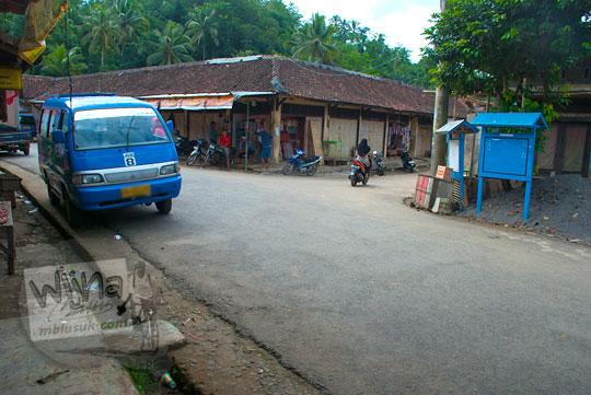 Pertigaan dekat Banyuasin Kembaran menuju Sungai Kedung Gulo di Desa Kalitapas, Kecamatan Bener, Kabupaten Purworejo, Jawa Tengah