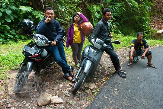 Pemuda-pemudi Gereja Kristen Jawa Papringan, Yogyakarta berwisata ke Taman Wisata Kedung Sidandang yang ada di Dusun Kedungrate, Purworejo