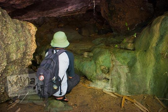 Gua mistis dan keramat tempat untuk bersemadi yang dihuni makhluk halus berada di Taman Wisata Kedung Sidandang di Kaligono, Purworejo, Jawa Tengah