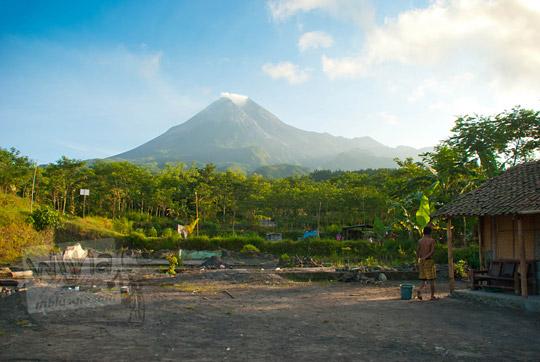 foto suasana pagi pedesaan yang terletak di lereng gunung merapi pada zaman dulu september 2013