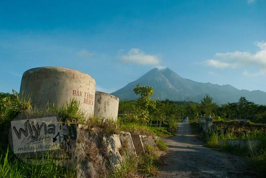 foto sisa bak tandon bebeng di suatu desa lereng gunung merapi pada zaman dulu september 2013