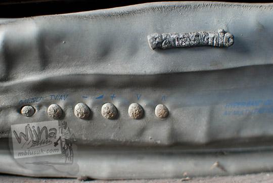 foto tombol televisi terbakar yang merupakan koleksi museum sisa hartaku merapi pada zaman dulu september 2013
