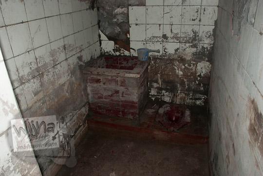 foto kamar mandi bunker kaliadem lokasi korban erupsi merapi pada zaman dulu september 2013
