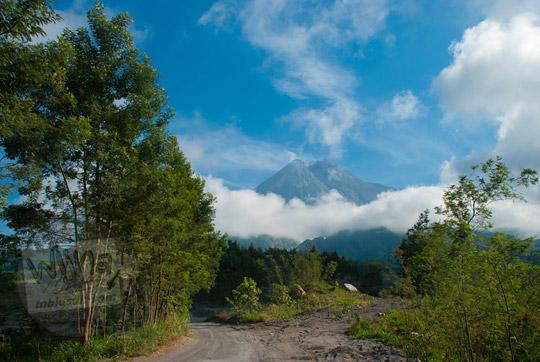foto gunung merapi dilihat dari hutan kaliadem pada zaman dulu september 2013