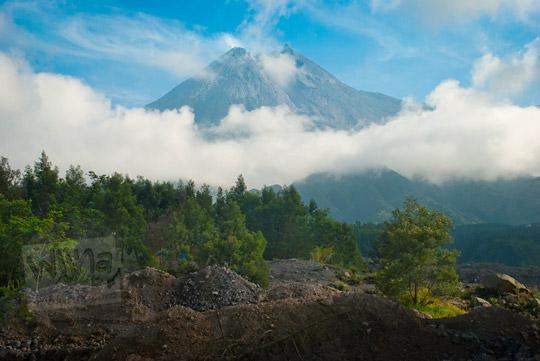 foto gunung merapi dari salah satu bukit kaliadem pada zaman dulu september 2013