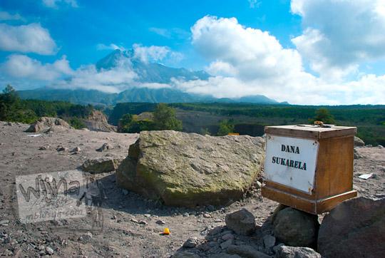 foto kotak sumbangan warga di salah satu lokasi wisata erupsi merapi pada zaman dulu september 2013
