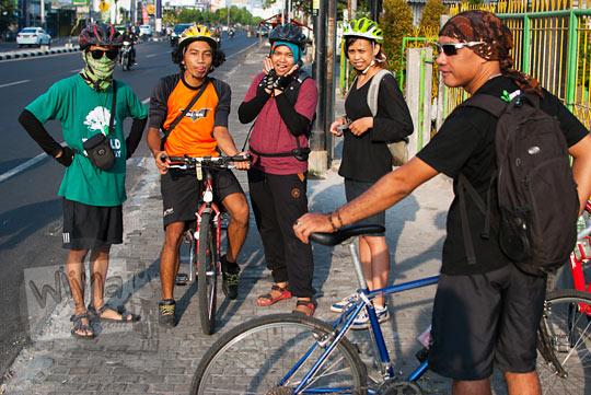 para pesepeda berkumpul di rodalink janti dengan agenda tujuan bersepeda mencari mata air bebeng di Glagaharjo, Cangkringan, Sleman