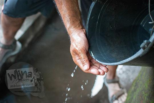 air dari sumber air Jetis Sumur yang mengering