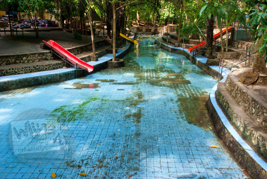 kolam renang tidak terawat di kawasan air terjun Bantimurung, Maros, Sulawesi Selatan