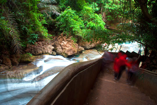 perjalanan menuju puncak air terjun Bantimurung, Maros, Sulawesi Selatan