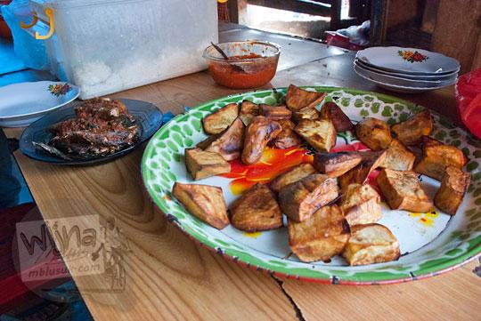 makanan khas warga malino yaitu ubi goreng
