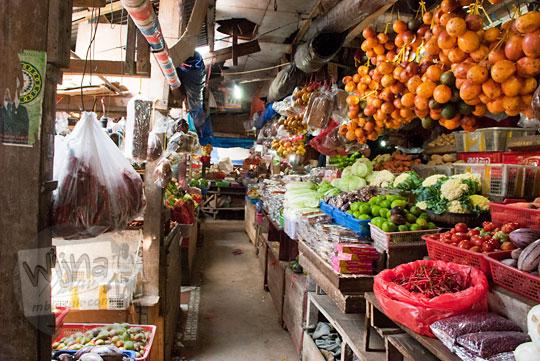 suasana di dalam pasar tradisional sentral malino di pelosok sulawesi