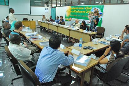 diskusi mahasiswa lintas negara di summer school CRCS pada tahun 2010