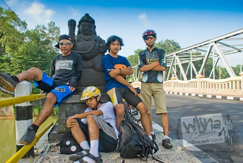 Empat Perjaka bersepeda ke Pantai Ngerenehan, Gunungkidul