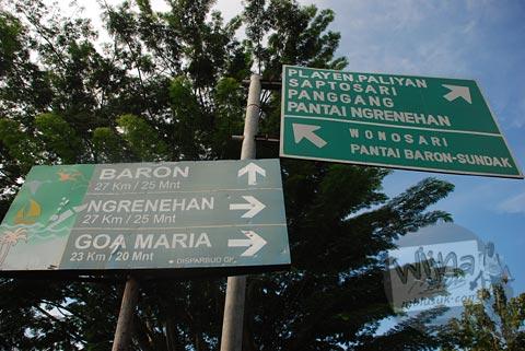 Papan petunjuk arah menuju Pantai Ngerenehan, Gunungkidul