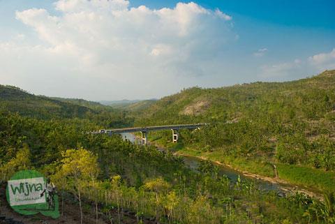 Jembatan penghubung Gunungkidul dan Bantul di dekat air terjun Sri Gethuk