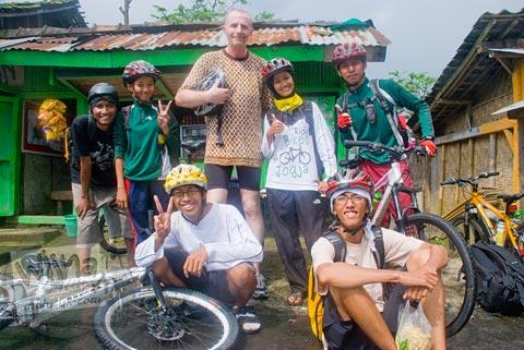 Foto Bersepeda ke Air Terjun Kedung Kayang, Magelang, Jawa Tengah