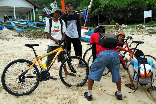 rute untuk aman bus pariwisata dan mobil ke pantai Gesing di Panggang, Gunungkidul