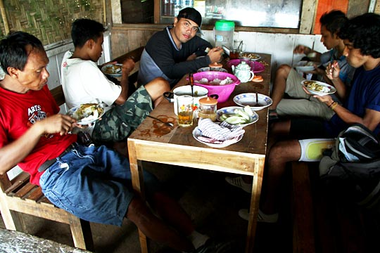 Warung makan ikan laut murah enak di kawasan Pantai Gesing, Gunungkidul