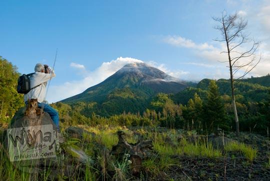 Fotografer mengabadikan pesona Gunung Merapi dari Kaliadem di tahun 2009