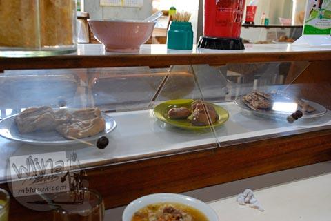 penyajian unik camilan di warung soto triwindu khas kota Solo di tahun 2009