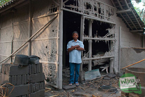 rumah salah seorang warga desa di Cangkringan yang hangus terbakar terkena awan panas erupsi Merapi tahun 2010