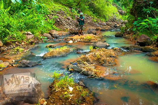 Suasana sungai di sekitar Curug Banyunibo Munthuk Dlingo pada tahun 2014