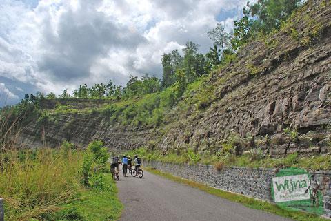 Bukit kapur di Karangsambung, Kebumen Jawa Tengah pada April 2010