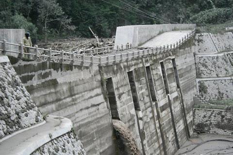 Kondisi dam Kali Kuning yang tersumbat saat bencana erupsi Merapi 2010