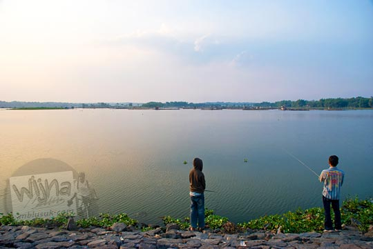 Lokasi mancing Boyolali di Waduk Cengklik yang banyak ikannya