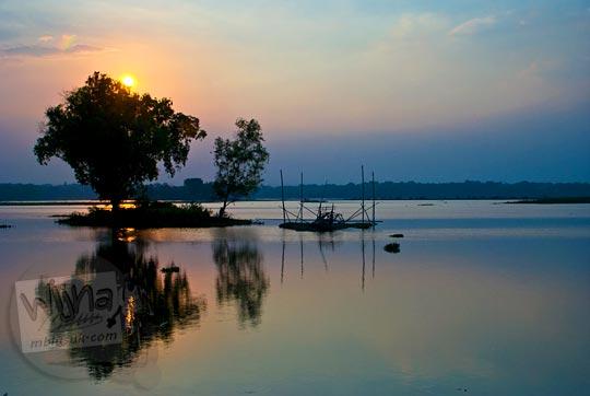 Panorama keindahan senja sunset dari Waduk Cengklik, Boyolali, Jawa Tengah