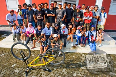 Foto Bersepeda ramai-ramai ke Museum Purbakala Pleret, Bantul, Yogyakarta
