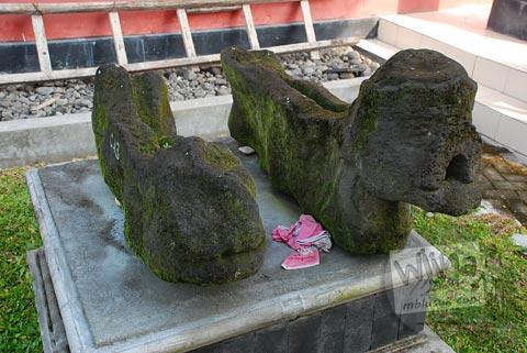 Jalawadra bermotif Kepala Ular Naga di halaman Museum Purbakala Pleret, Bantul, Yogyakarta
