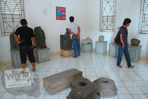 Suasana bersih di dalam Museum Purbakala Pleret, Bantul, Yogyakarta