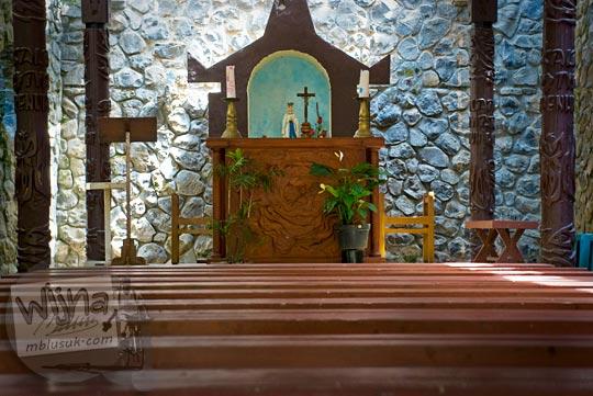gereja kapel di dalam kawasan Sendangsono terbuka untuk misa dan untuk penyelenggaraan sakramen pernikahan