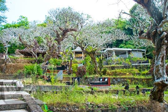 suasana pemakaman katolik di kawasan sendangsono, Kalibawang, Kulon Progo