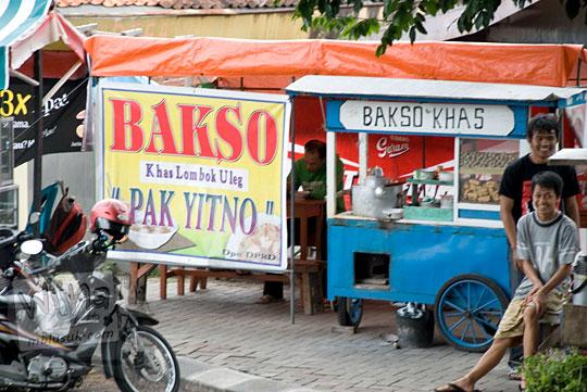 Lokasi penampakan bangunan Warung Bakso Lombok Uleg pak Yitno di dekat alun-alun Temanggung Jawa Tengah pada tahun 2008