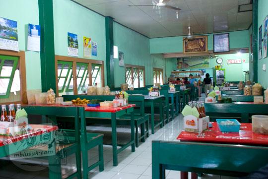 Suasana Warung Makan Soto Kecik di Sokaraja, Purwokerto zaman dahulu pada tahun 2008