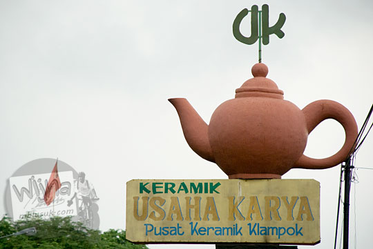 Lokasi jual beli kerajinan keramik cantik harga murah berkualitas bagus di Pusat Keramik Klampok, Banjarnegara tahun 2008