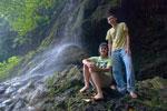 Pasangan Widya dan Boma di Green Canyon, Ciamis
